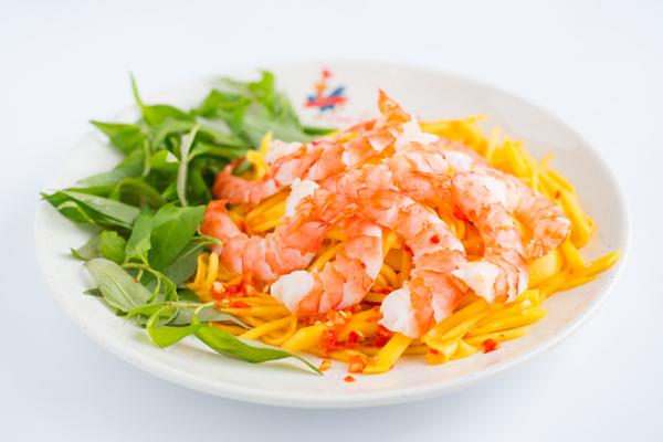 Thực đơn gỏi luôn đa dạng, phong phú với nhiều biến tấu nhưng tựu chung lại, nó mang một hương vị chung của ẩm thực Đông Nam Á. Ngoài Việt Nam, món gỏi là một món ăn rất phổ biến tại các quốc gia khác như Lào, Indonesia, Thái Lan...