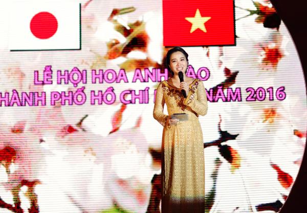 hong-phuong-duoc-ong-xa-cham-soc-trong-su-kien-3