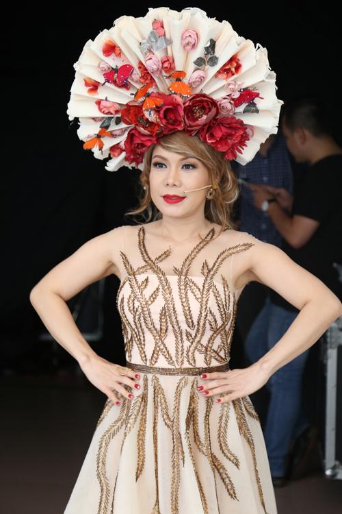 viet-huong-thanh-thao-an-vat-tam-say-sua-trong-hau-truong-3