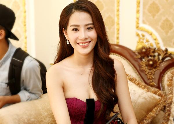 truong-my-nhan-nam-em-do-ve-sexy-trong-su-kien-4