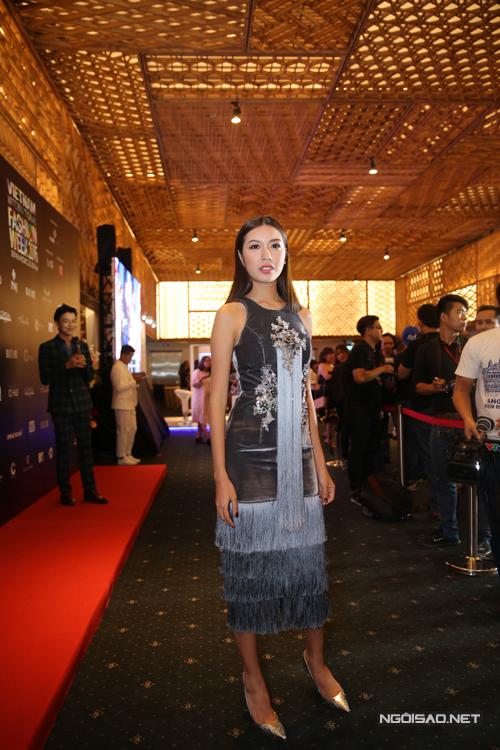 Thuý Vân chọn váy tua rau để góp mặt tại chương trình.