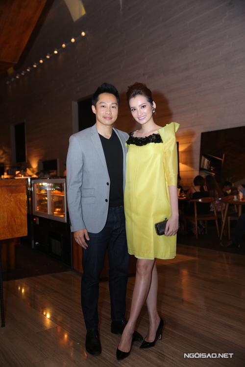 Người đẹp Trúc Diễm sóng đôi cùng chồng tại sự kiện.