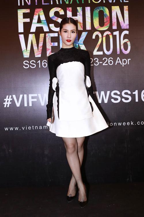 Diễm My 9x với hình ảnh xinh xắn, trẻ trung trong trang phục của nhà thiết kế Nguyễn Hoàng Tú.