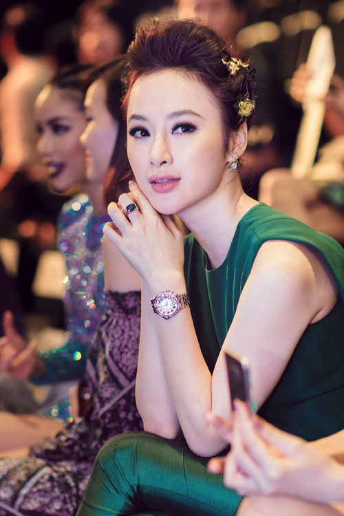 angela-phuong-trinh-khoe-trang-suc-tien-ty-8