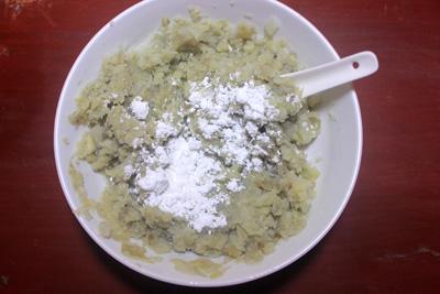 banh-khoai-lang-boc-xuc-xich-chien-gion-1