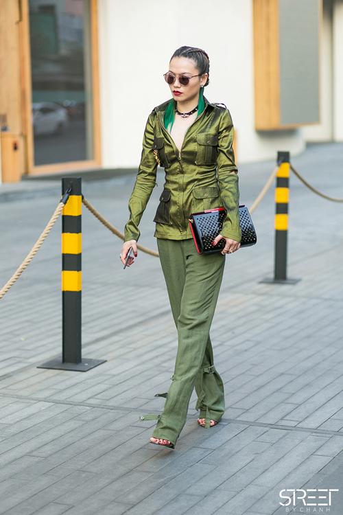 fashionista-noi-bat-voi-cach-phoi-mau-ruc-ro-7