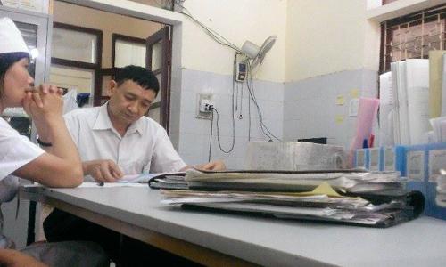 Lãnh đạo Bệnh viện Hà Trung thừa nhận vụ việc là sai sót đáng tiếc và xin lỗi gia đình cháu bé. Ảnh: Lam Sơn.