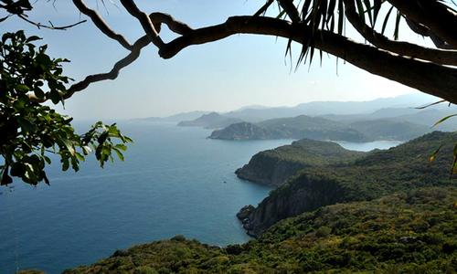 Bãi Phụ - nơi cắm trại đẹp hoang sơ ở vịnh Vĩnh Hy
