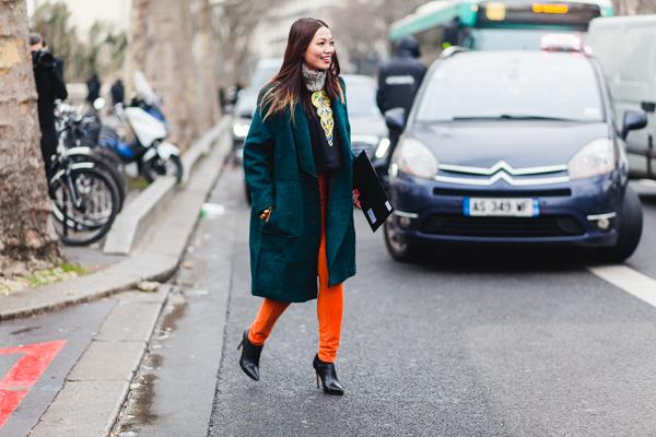 fashionista-noi-bat-voi-cach-phoi-mau-ruc-ro-11