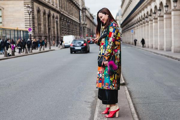 fashionista-noi-bat-voi-cach-phoi-mau-ruc-ro-3