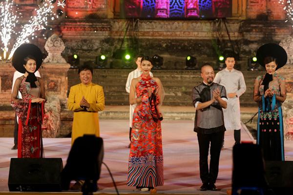 Festival Huế 2016 là Lễ hội văn hoá nghệ thuật mang tầm cơ Quốc tế, quy tụ các đoàn Nghệ thuật tiêu biểu của các vùng miền trong nước và quốc tế tham dự. Trong đó