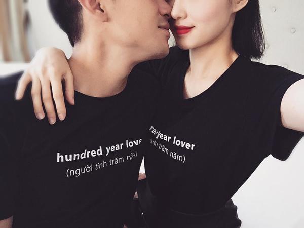 Tâm Tit cùng chồng mặc áo đôi với dòng chữ