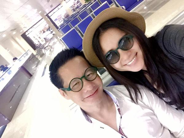 Vợ chồng Phan Như Thảo lên đường nghỉ lễ muộn.