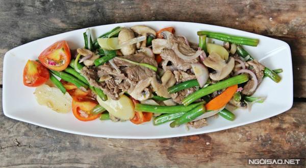Đĩa thịt bò với nhiều màu sắc bắt mắt sẽ cung cấp đầy đủ chất sơ và đạm cho gia đình bạn.