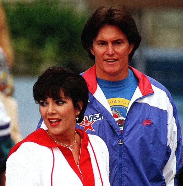 Caitlyn Jenner khi còn trong hình hài người đàn ông với cái tên Bruce Jenner và vợ, bà Kris Kardashian.