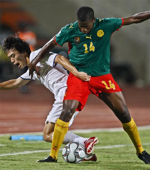 Ekeng từng hai lần khoác áo tuyển Cameroon.