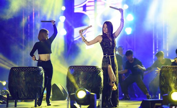 dong-nhi-ong-cao-thang-khien-gan-10000-fan-ho-het-6