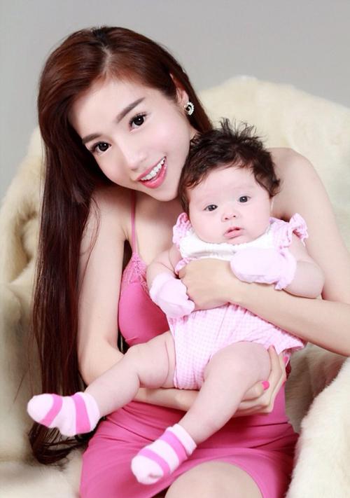 hanh-trinh-bien-doi-nhan-sac-ngoan-muc-cua-elly-tran-6