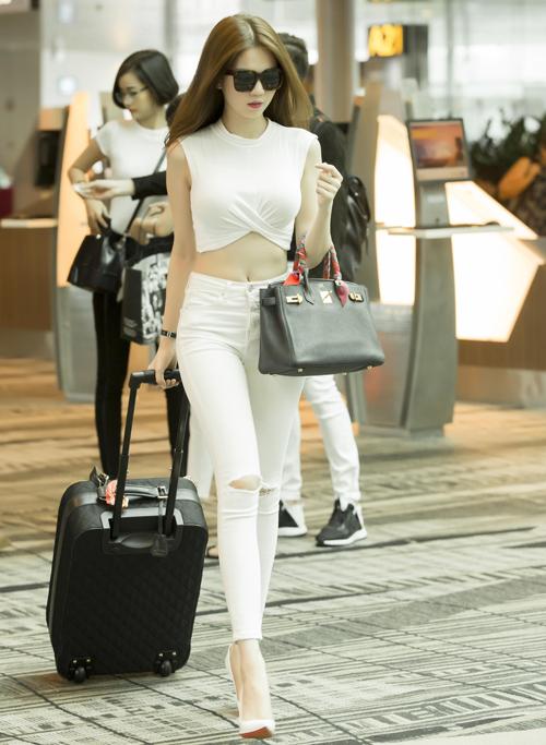 ngoc-trinh-sang-singapore-ghi-hinh-dem-hoi-chan-dai