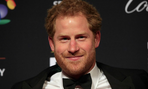 Hoàng tử Harry khó chịu vì đời tư bị soi mói