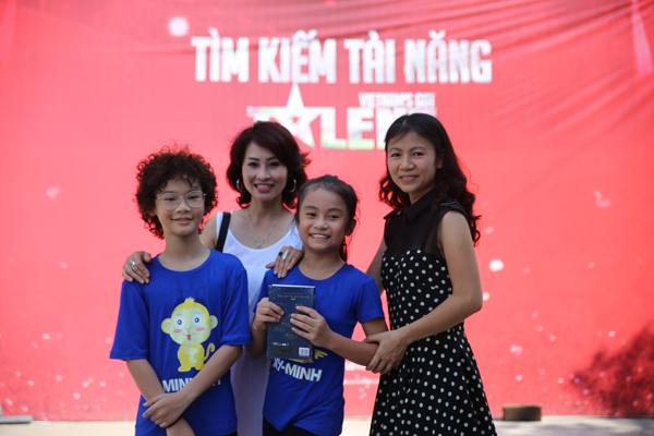 tam-su-xuc-dong-cua-hai-ba-me-dua-con-di-thi-vietnams-got-talent