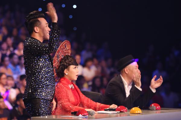 hari-won-bit-khu-trang-kin-mit-di-xem-got-talent-3