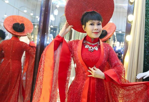 viet-huong-chon-trang-phuc-long-lay-cho-gala-got-talent-3