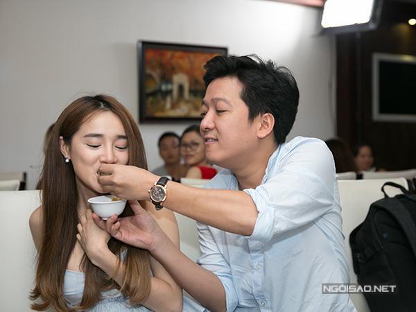 truong-giang-tu-lai-xe-cho-nha-phuong-di-su-kien-4