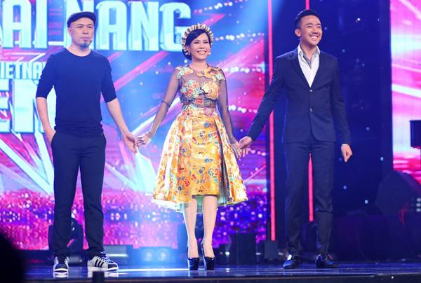 viet-huong-chon-trang-phuc-long-lay-cho-gala-got-talent-9