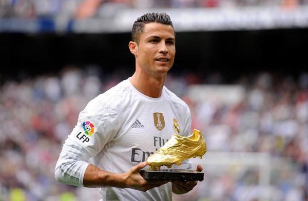 Theo thống kê của tạp chí Forbes, trong năm 2015, C. Ronaldo thu về 82 triệu USD trong đó có 53 triệu USD từ lương tưởng và phần còn lại là từ quảng cáo.