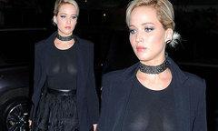 Jennifer Lawrence diện áo xuyên thấu lộ trọn bầu ngực