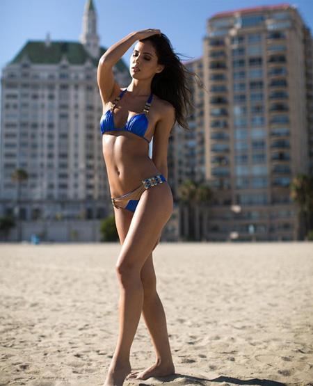 vo-cu-va-bo-moi-button-cung-khoe-dang-dep-voi-bikini-4
