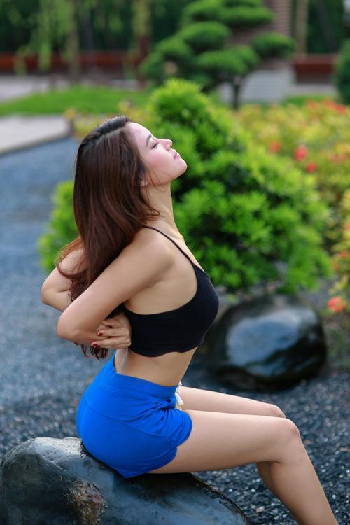 hoa-hau-bien-van-anh-giu-dang-nuot-nho-tap-yoga-7