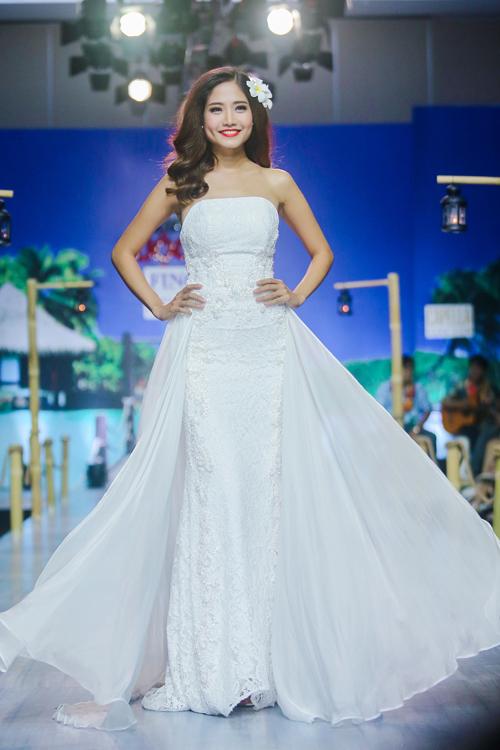 Kỹ thuật đính kết thủ công tiếp tục được khai thác để mang đến nét tinh tế và sang trọng cho trang phục cưới.