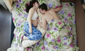 12 bức ảnh khiến bạn bật cười về tư thế ngủ khi vợ có bầu