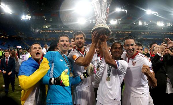 niem-vui-noi-buon-sau-chung-ket-europa-league-1