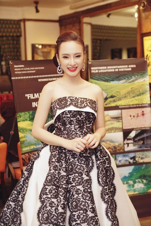 """Trước khi tham dự Tuần phim Việt tại Cannes, Phương Trinh cùng đoàn phim """"Taxi, em tên gì?"""" đến Cannes để hỗ trợ quảng bá LHP Quốc tế Hà Nội lần thứ 4."""