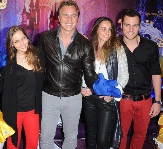 David Ginola bên bà xã Coraline, con trai Andrea (bằng tuổi Joy) và con gái Carla.