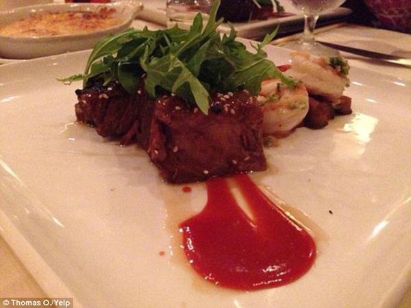 Mỗi lần tới đây, Obama đều yêu cầu đầu bếp nấu chín nhừ đối với món sườn nướng om đậu nành quen thuộc.