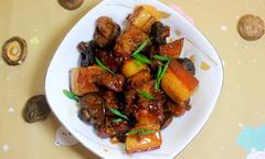 Thịt kho nấm và Coca đơn giản ngon cơm
