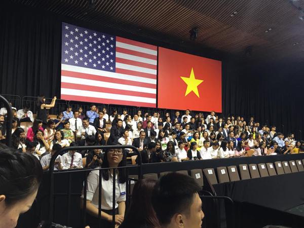 khanh-thi-lan-phuong-xep-hang-tu-som-de-gap-tong-thong-obama-11