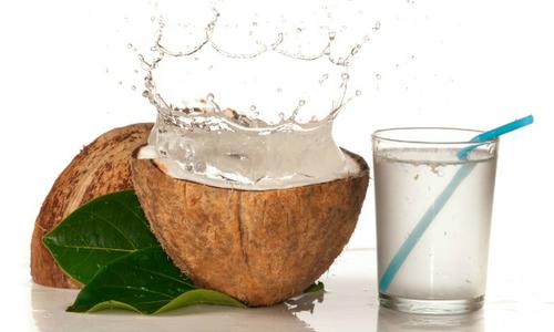 Uống nước dừa mỗi ngày để thải độc ruột, chữa đau đầu