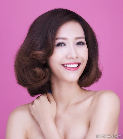 Với độ dài tóc vừa phải, bạn vẫn có thể biến tấu theo nhiều cách để mái tóc trông mới mẻ hơn.