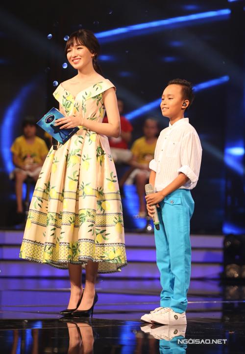 Hồ Văn Cường là thí sinh khiến bộ ba giám khảo lo lắng vì đây là lần đầu tiên cậu bé đứng trên một sân khấu trực tiếp. Tuy nhiên, cách cậu bé đưa tay giao lưu với khán giả và nụ cười tươi khi trình diễn đã hoàn toàn làm mọi người ngạc nhiên.