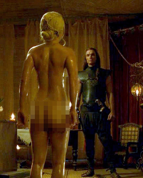 nguoi-dep-game-of-thrones-uong-ruou-de-dong-canh-nude-1