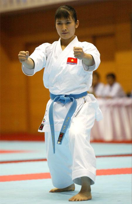 nu-hoang-karatedo-hoang-ngan-moi-mon-cho-bien-che