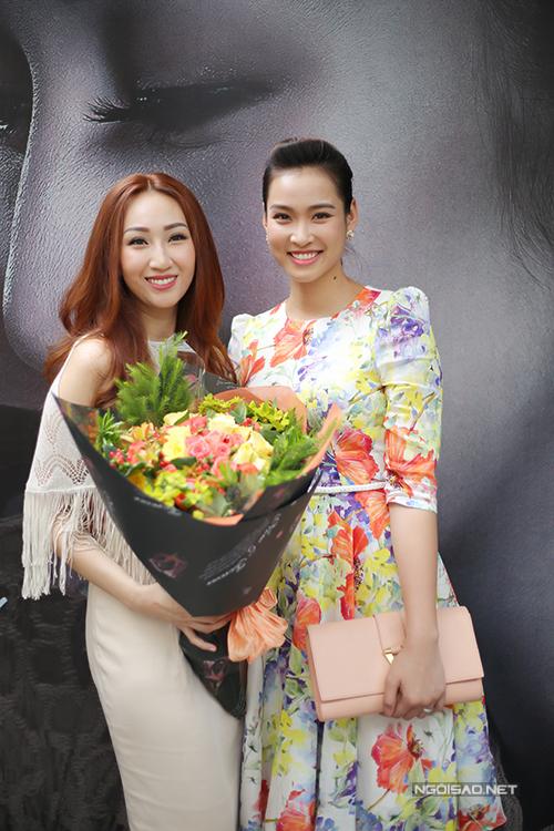leu-phuong-anh-tai-xuat-thon-tha-sau-4-thang-sinh-con-2