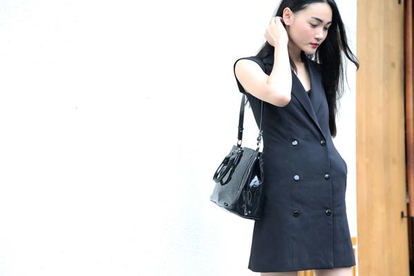 Thuỳ Trang thanh lịch cùng mốt váy giả vest phối cùng