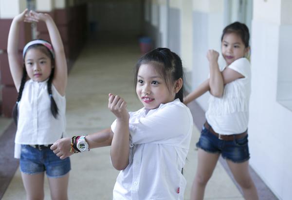 xuan-lan-to-son-lam-dieu-cho-con-gai-7