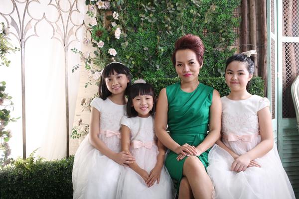 vo-chong-thai-thuy-linh-hanh-phuc-ben-con-chung-con-rieng-3